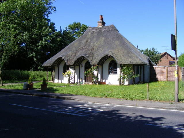 thatched cottage - exterior