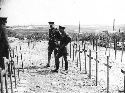 king george v viewing graves with wooden crosse