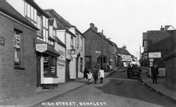 High Street, South Benfleet © Copyright Footstepsphotos 2006. http://www.footstepsphotos.co.uk/index.html