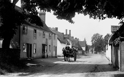 High Street, Great Chesterford © Copyright Footstepsphotos 2006. http://www.footstepsphotos.co.uk/index.html